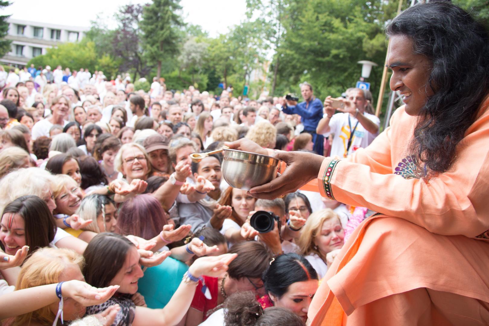 Swami Vishwananda podczas 10 rocznicy Bhakti Margi