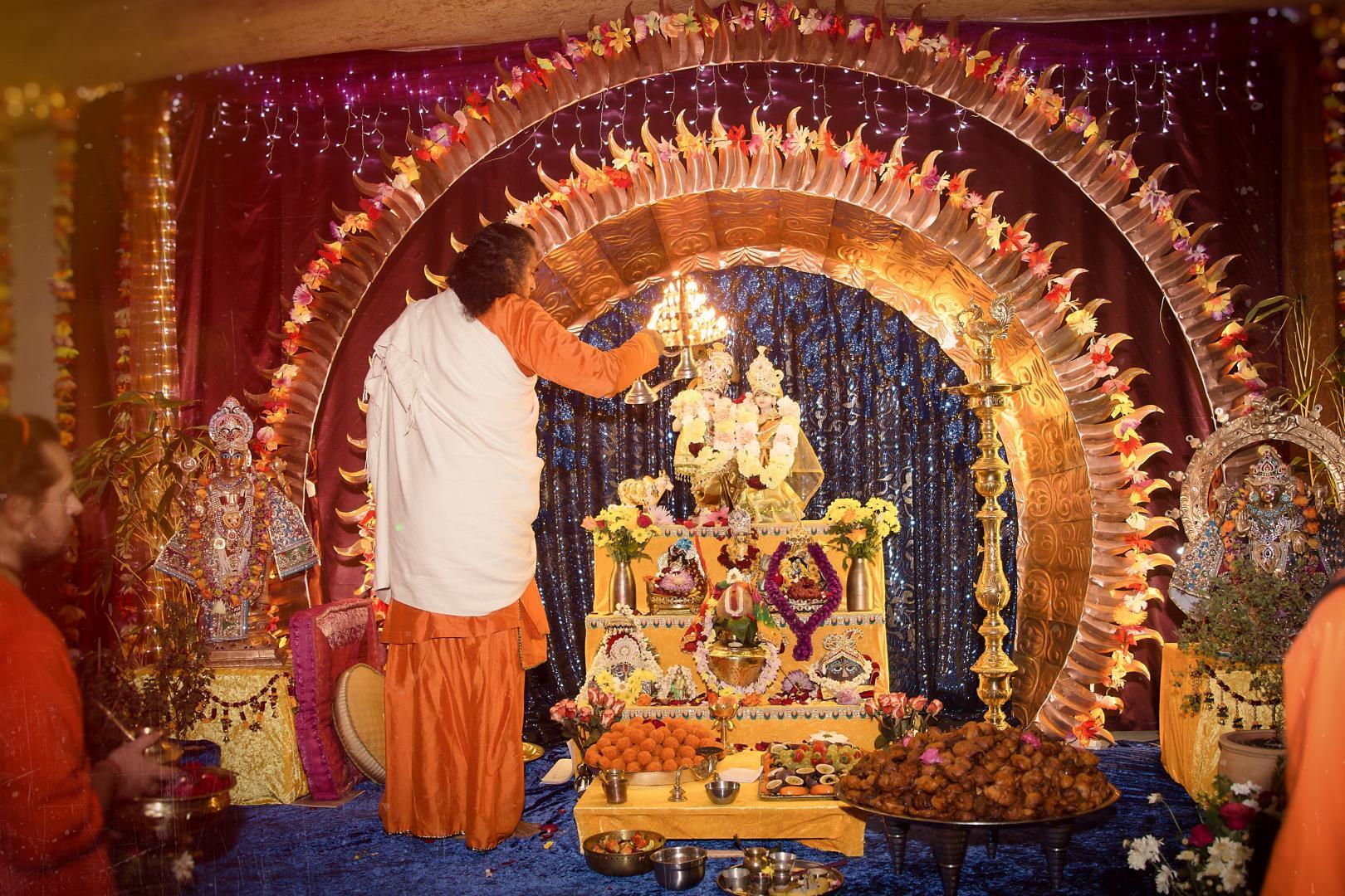 Swami Vishwananda podczas duchowego festiwalu