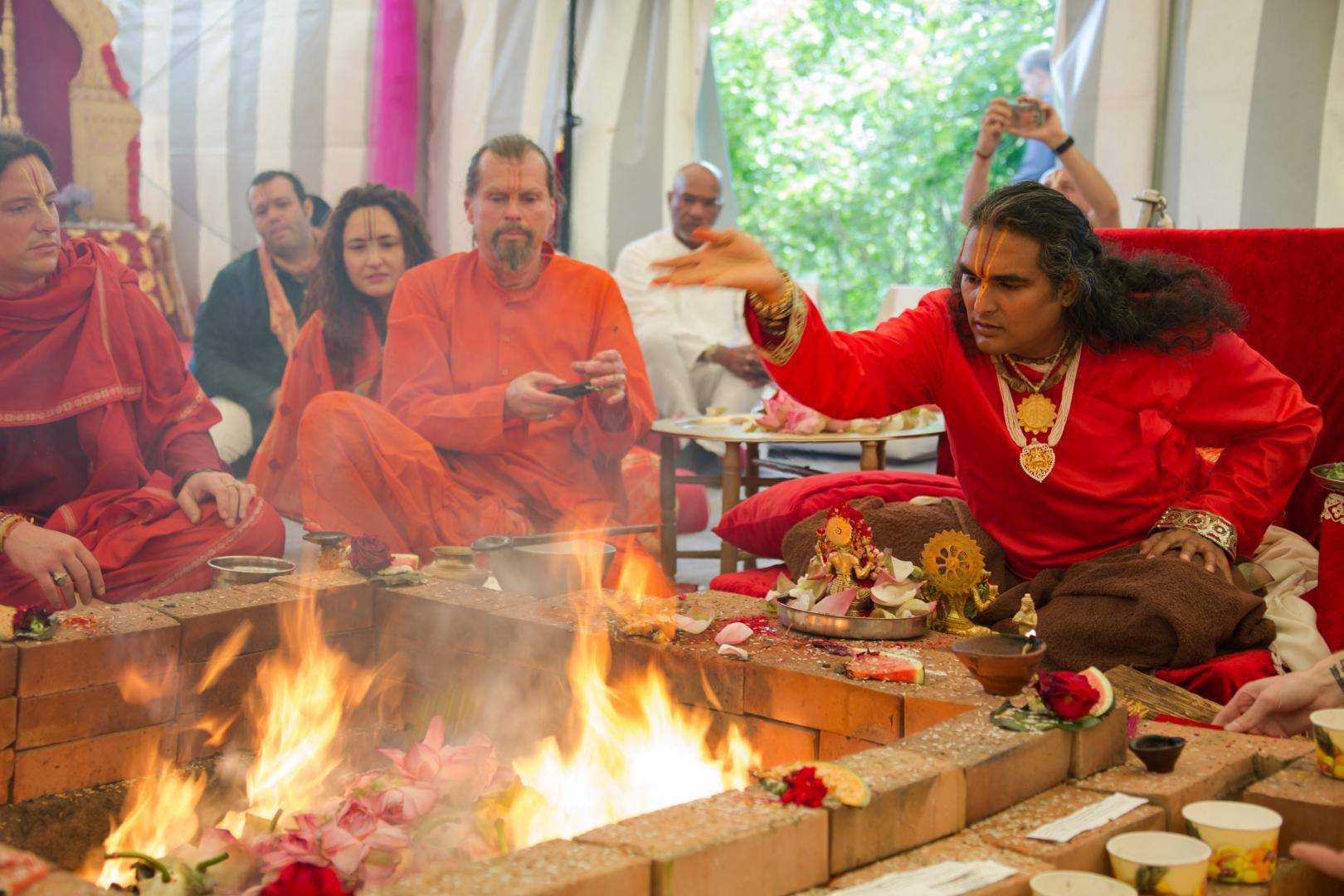 Paramahamsa Vishwananda podczas Yagny